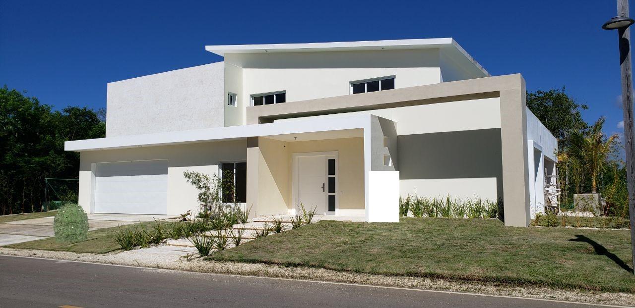 Unique villa on a large plot in Punta Cana Village (C4-PCV)