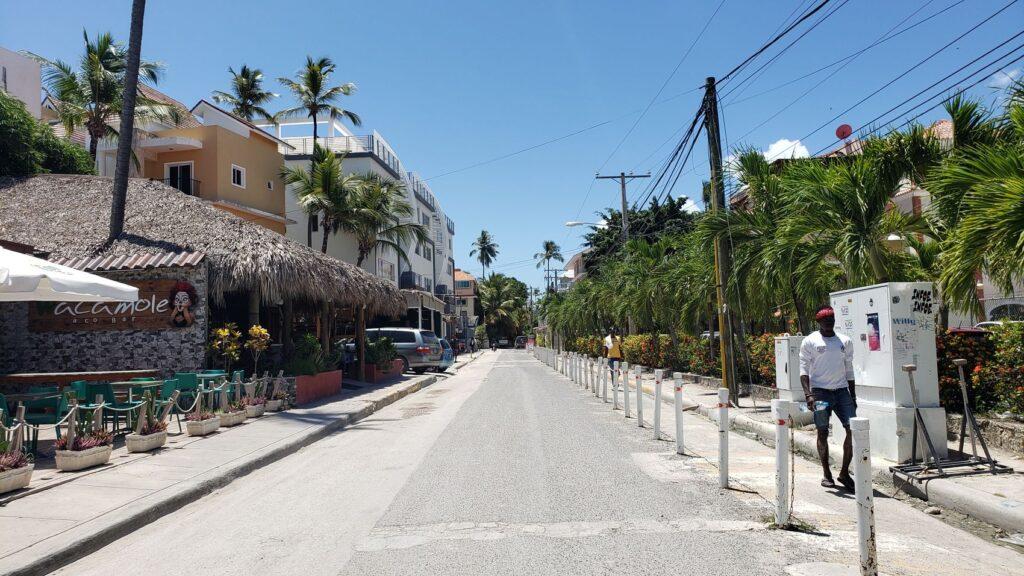 Los Corales district